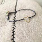 KEM handgemaakt armbandje met gouden hartje